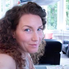 Endlich wieder bei a priori: Art Director Maria Mai ist aus dem Mutterschutz zurück!